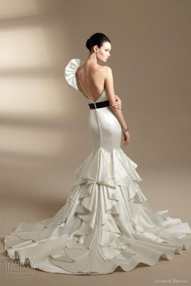Spanish Style Wedding Dress One Shoulder And Big Trail Dreams In