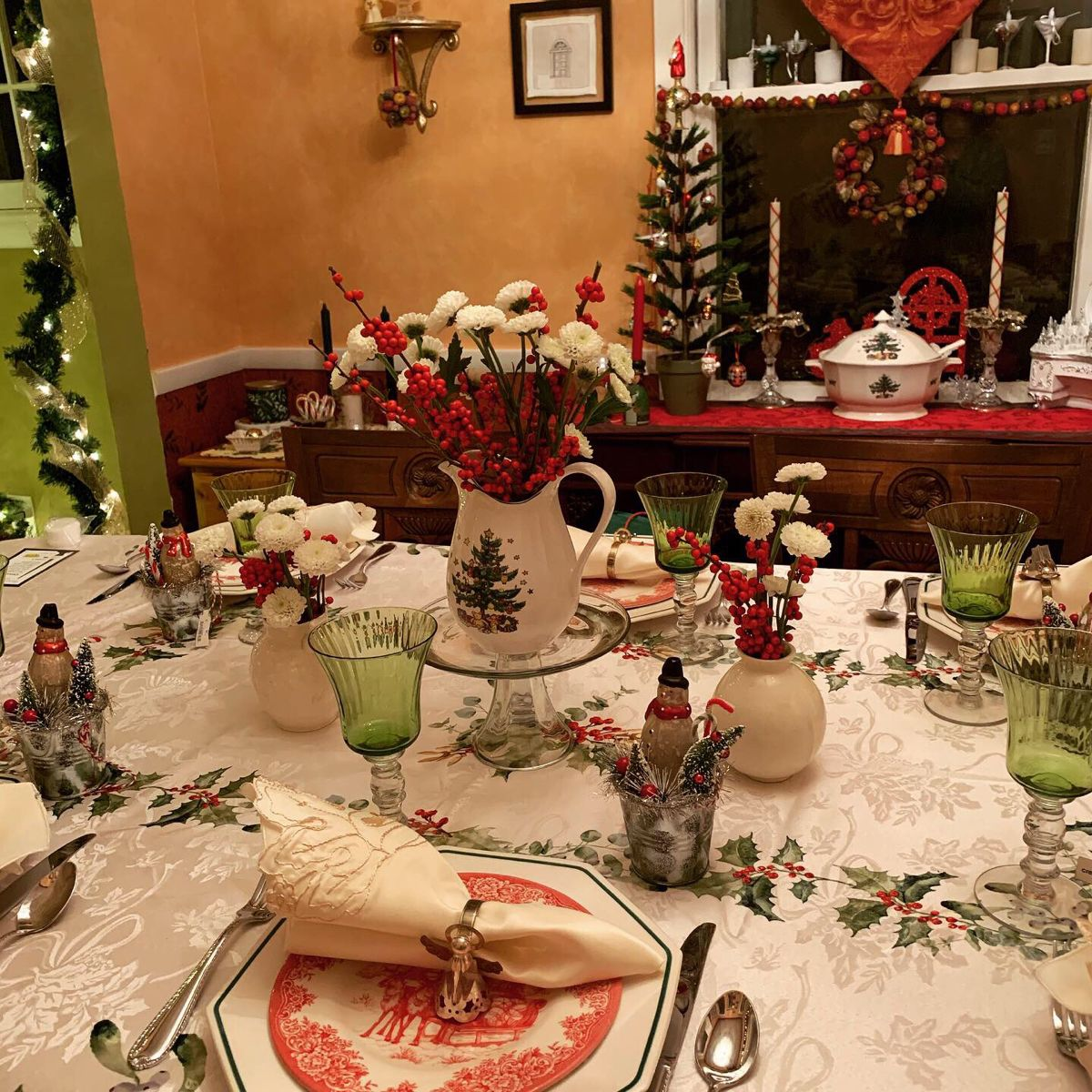 Christmas tablescape in 2020 Table decorations