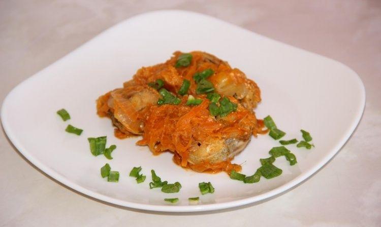 Минтай тушеный с морковью и луком - рецепт | Rezept | B&b