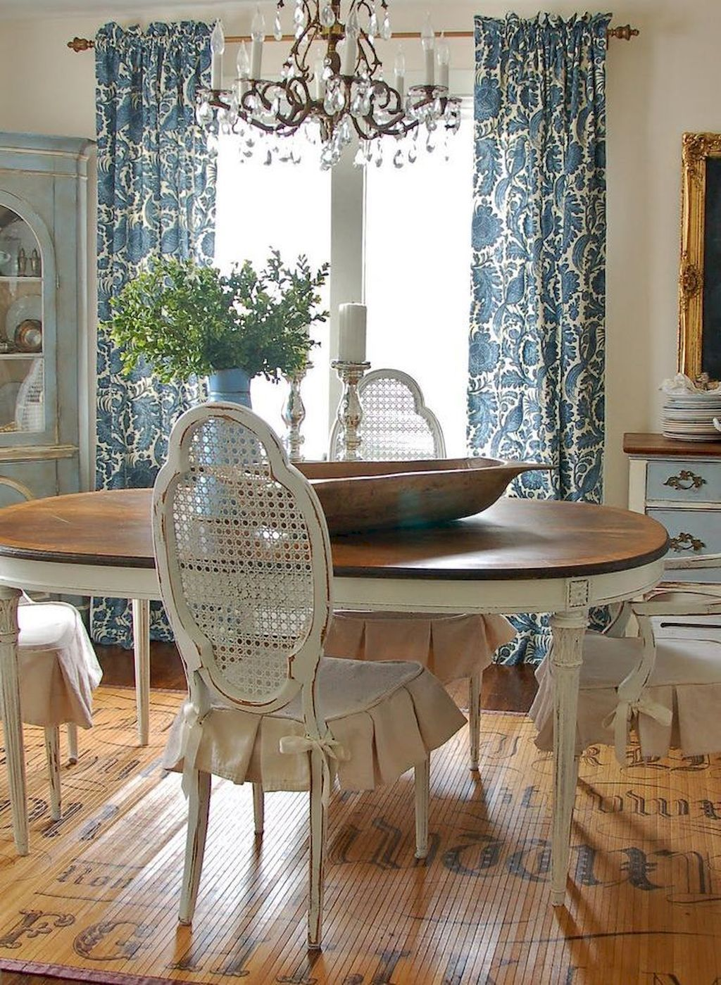 Lasting French Country Dining Room Furniture Decor Ideas 39