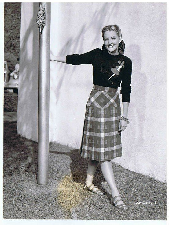 Martha Vickers ... I need her sweater in my life