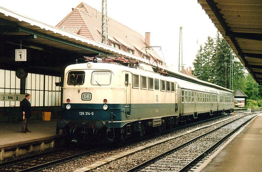 Die Steilstreckenlok 139 314 war am 19.06.1987 Zuglok des