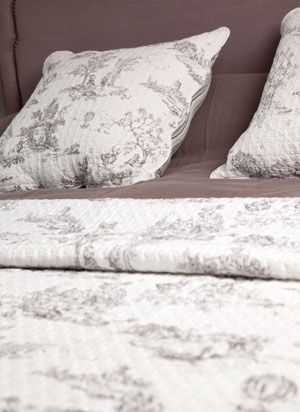 couvre lit boutis harmony Couvre lit boutis Toile de Jouy blanc Harmony | toile' ish  couvre lit boutis harmony