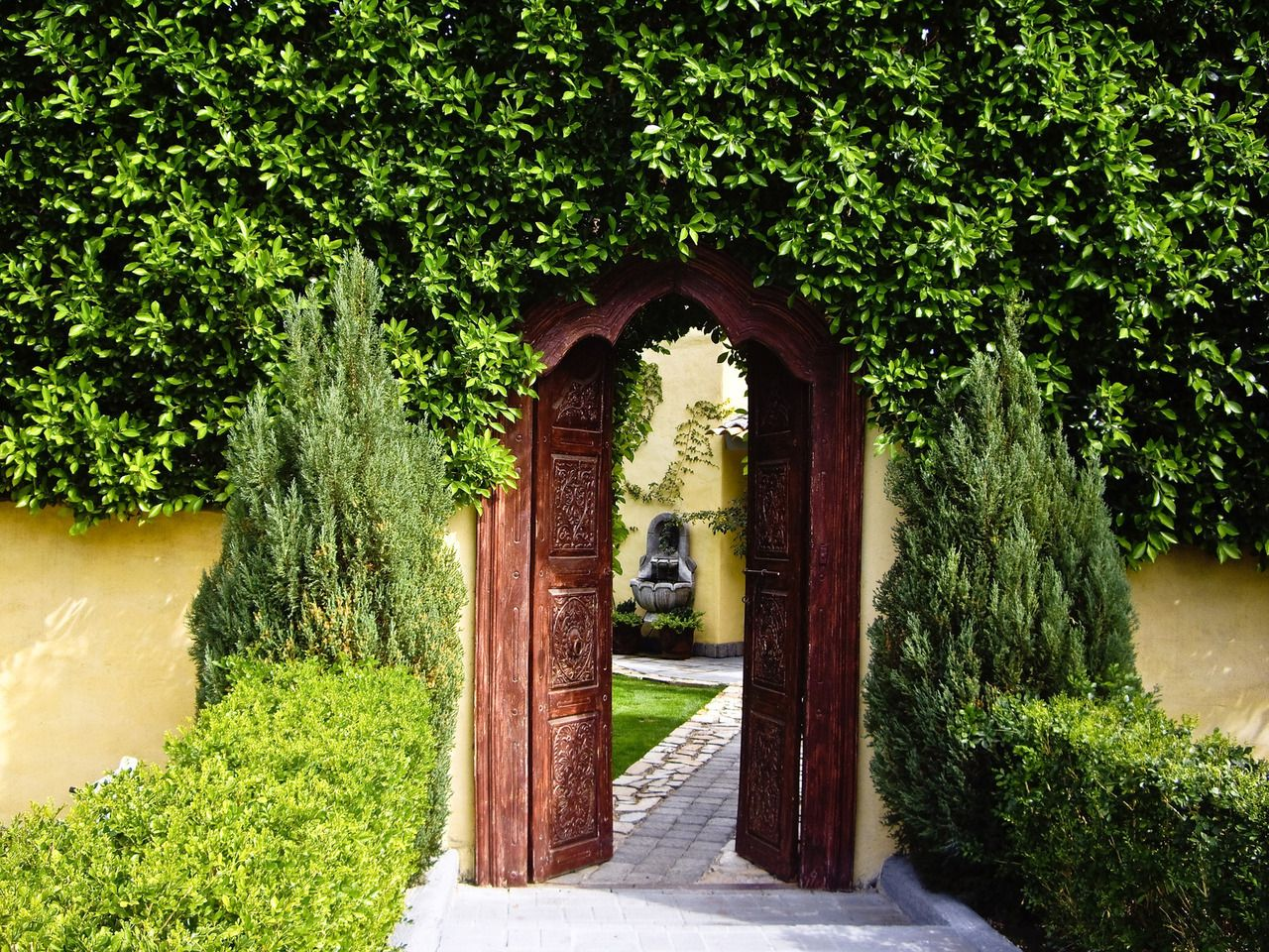 What Is A Walled Garden? How To Design An Attractive Private Place Within  Our Own Garden? We Shall Show You Beautiful Walled Gardens And Giveuseful