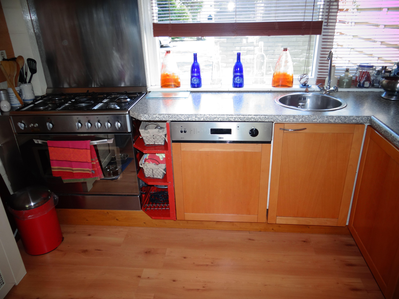 Keuken : oud rommelige kookhoek