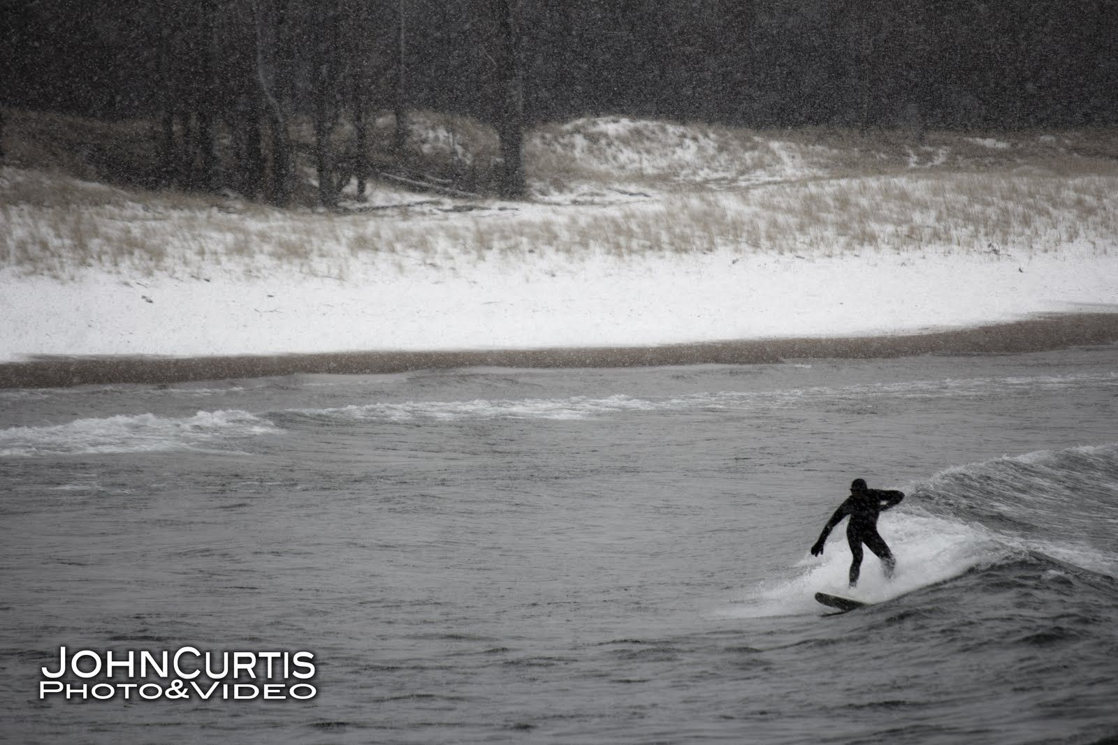 Surfing In Marquette In The Snow Surfing Great Lakes Lake