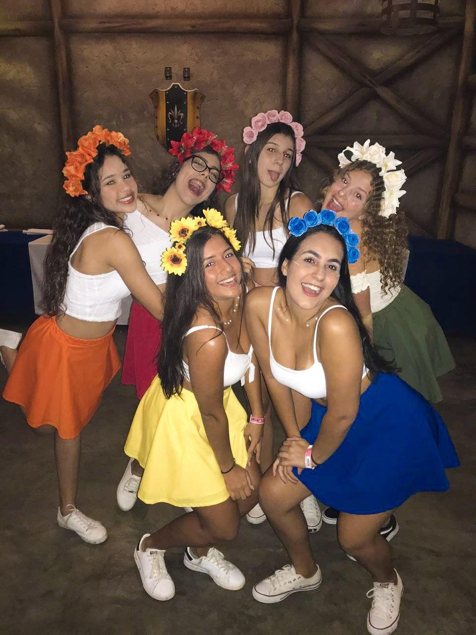 fantasia de flor com amigas | Cute group halloween costumes, Cute halloween  costumes, Halloween costume outfits