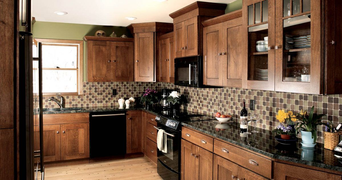 Stained Kitchen Cabinets In Autumn With Ebony Glaze By Showplace Cabinetry Feature Country Kitchen Stained Kitchen Cabinets Kitchen Design