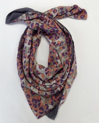 Coudre un foulard   Foulards, Coudre et La fête des mères 601a5204eb22