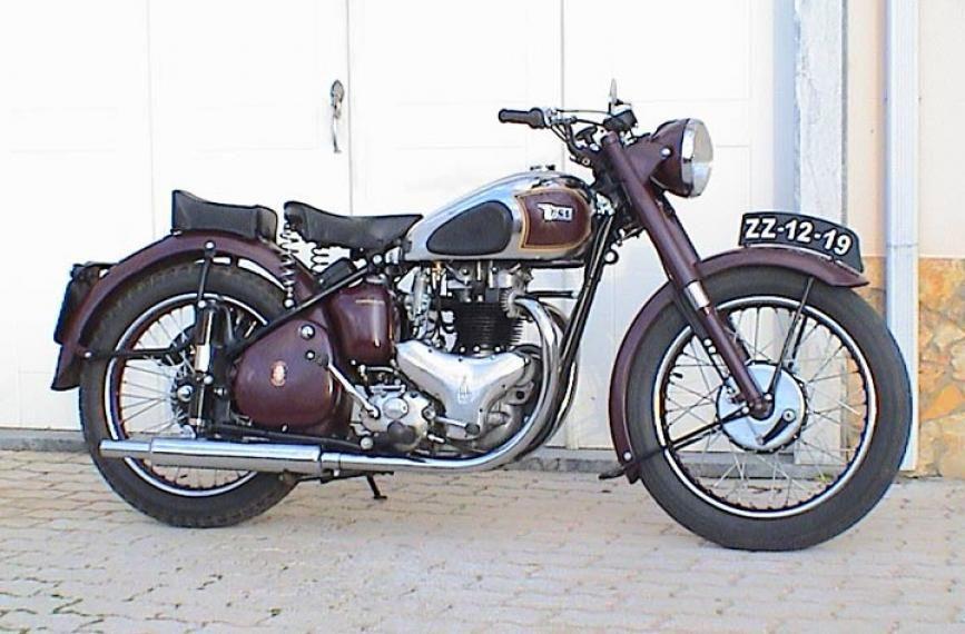 Bsa a7 1952 bsa a7 pictures bsa a10 little bro the a7 pinterest motorbike vintage - American motorbike garage ...
