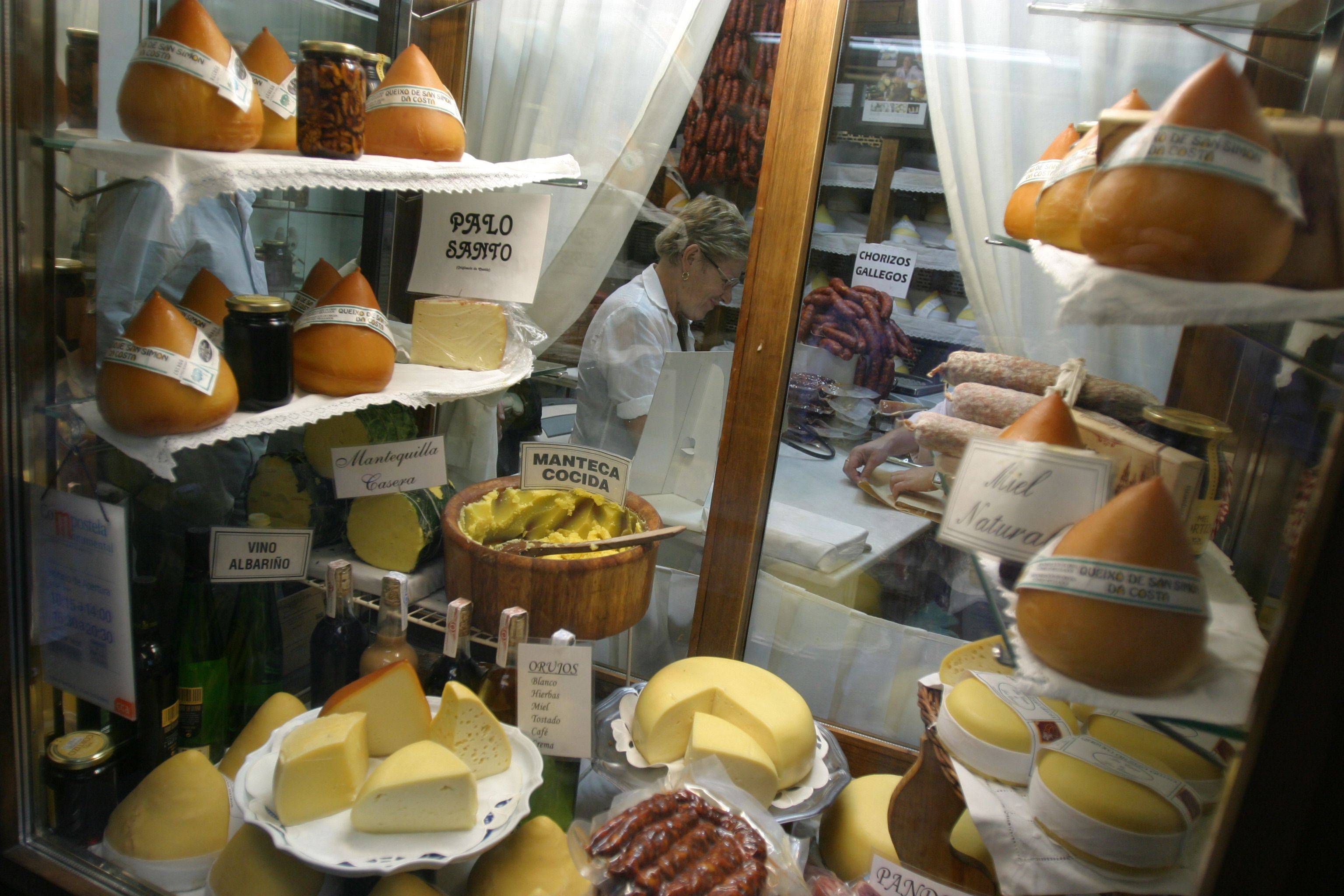 Quesos gallegos - Galician cheeses. | Cheese shop. Spanish food. Cheese