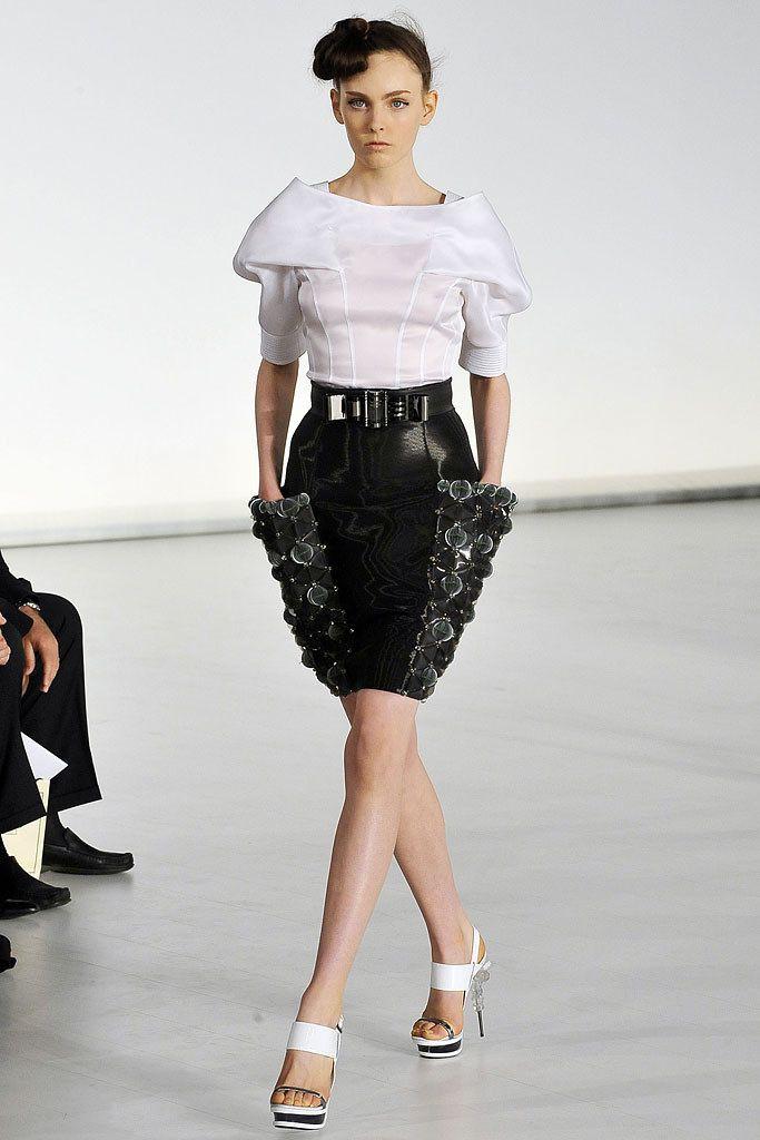Gianfranco Ferré Spring 2009 Ready-to-Wear Collection Photos - Vogue