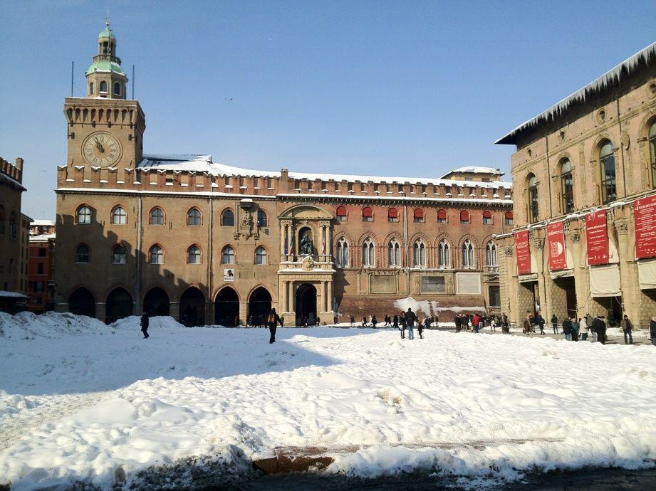 [Gli amici di TER fotografano] La Piazza Maggiore di Bologna nuovamente illuminata dal sole