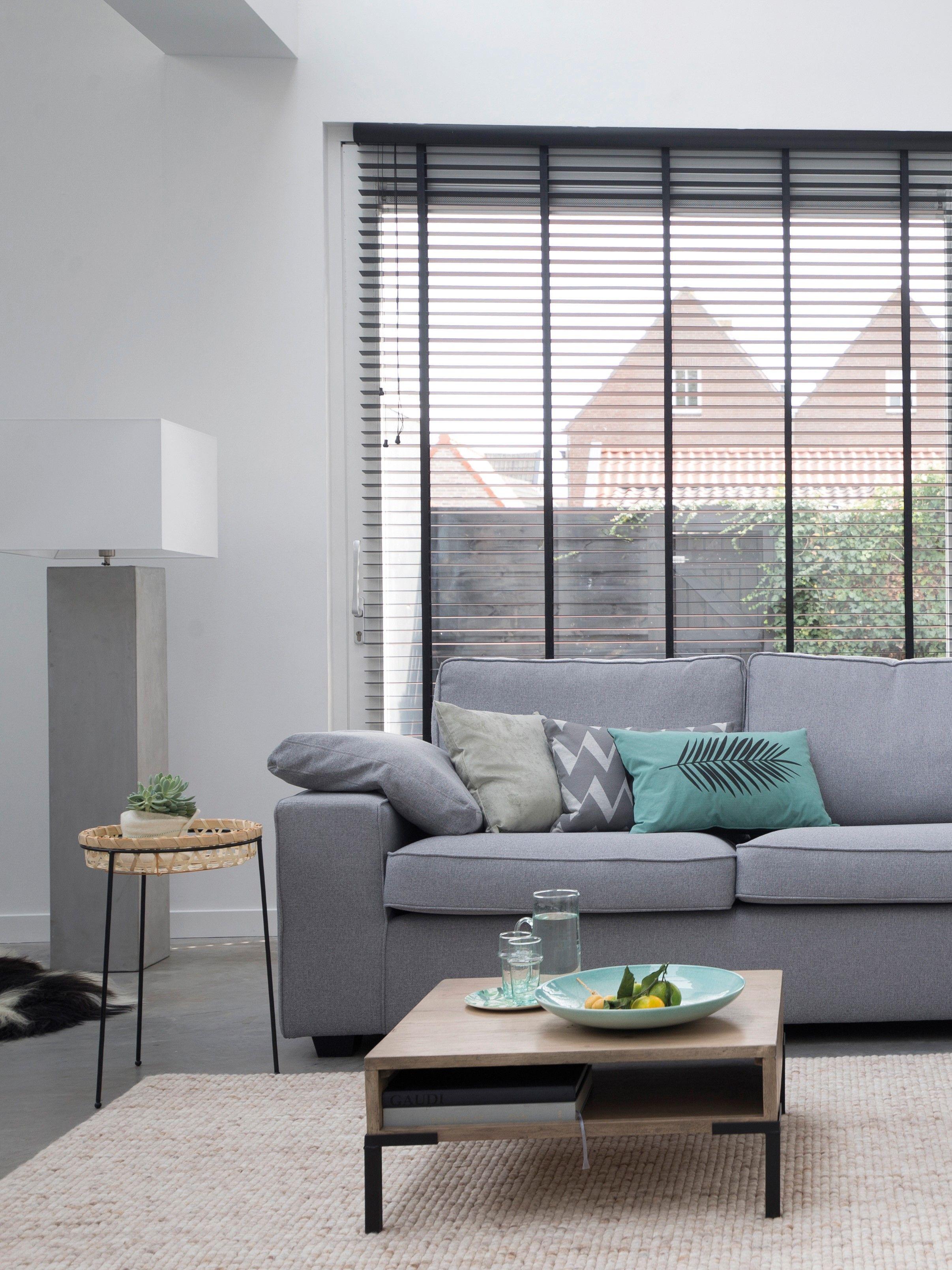 Trendhopper ○ Een lichte woonkamer met de grijze bank Lecce, eiken ...