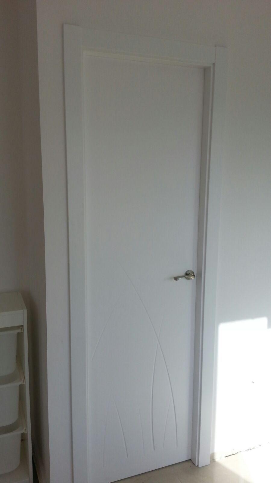 Original dise o puerta lacada en blanco modelo 981 puertas lacadas en blanco - Puertas de madera en sevilla ...