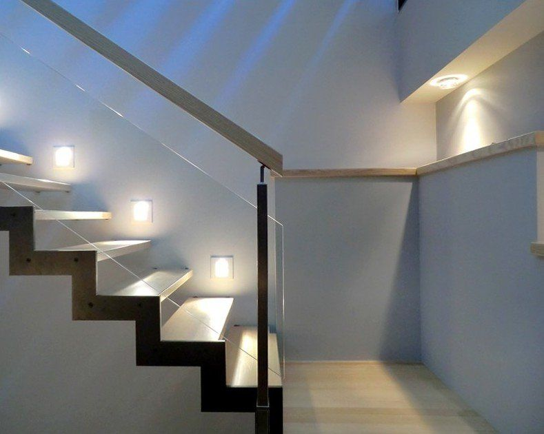 Escalier limon métallique Ferro avec départ sur escalier béton ...