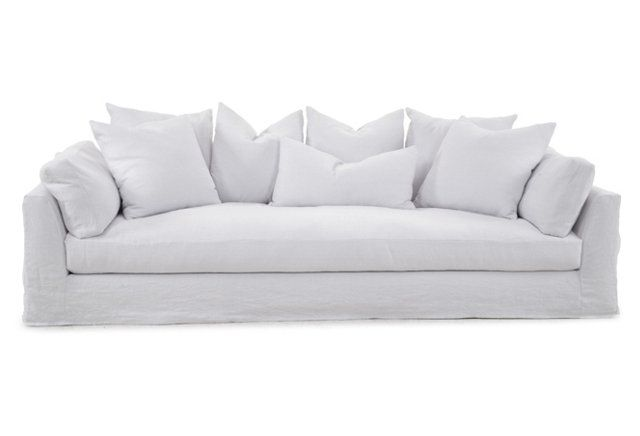 This White Slipcover Sofa Is So Easy To Decorate In