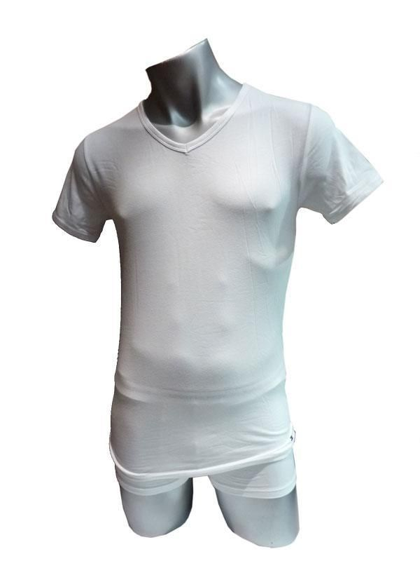 c9e79132568 Comprar Camiseta blanca Tommy Hilfiger Premium Essential por 13.95€. Cuello  pico. Nueva línea de camiseta interior con posibilidad de uso exterior.