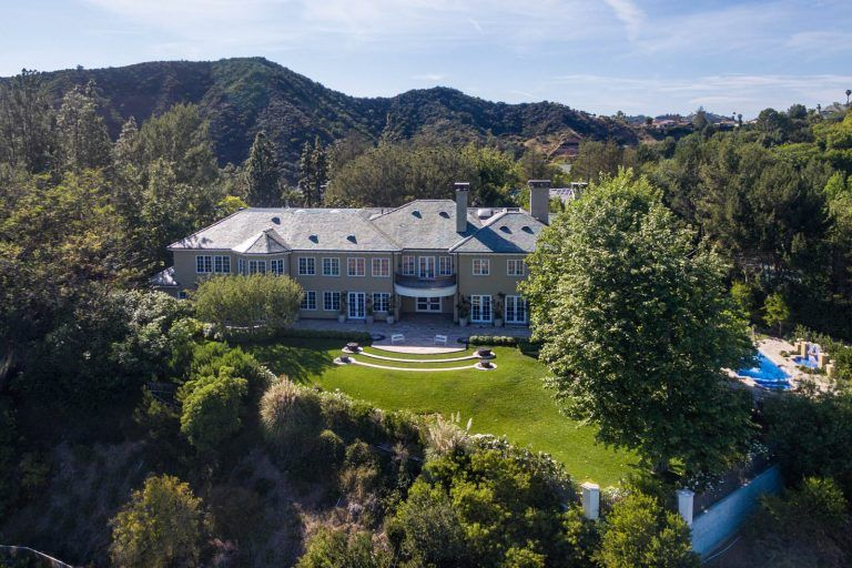 Want Denzel Washington As Your Neighbor Check Out This Colonial Mansion In Beverly Park Beverly Park Beverly Hills Mansions