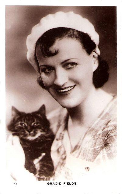 Gracie Fields <3s kitty
