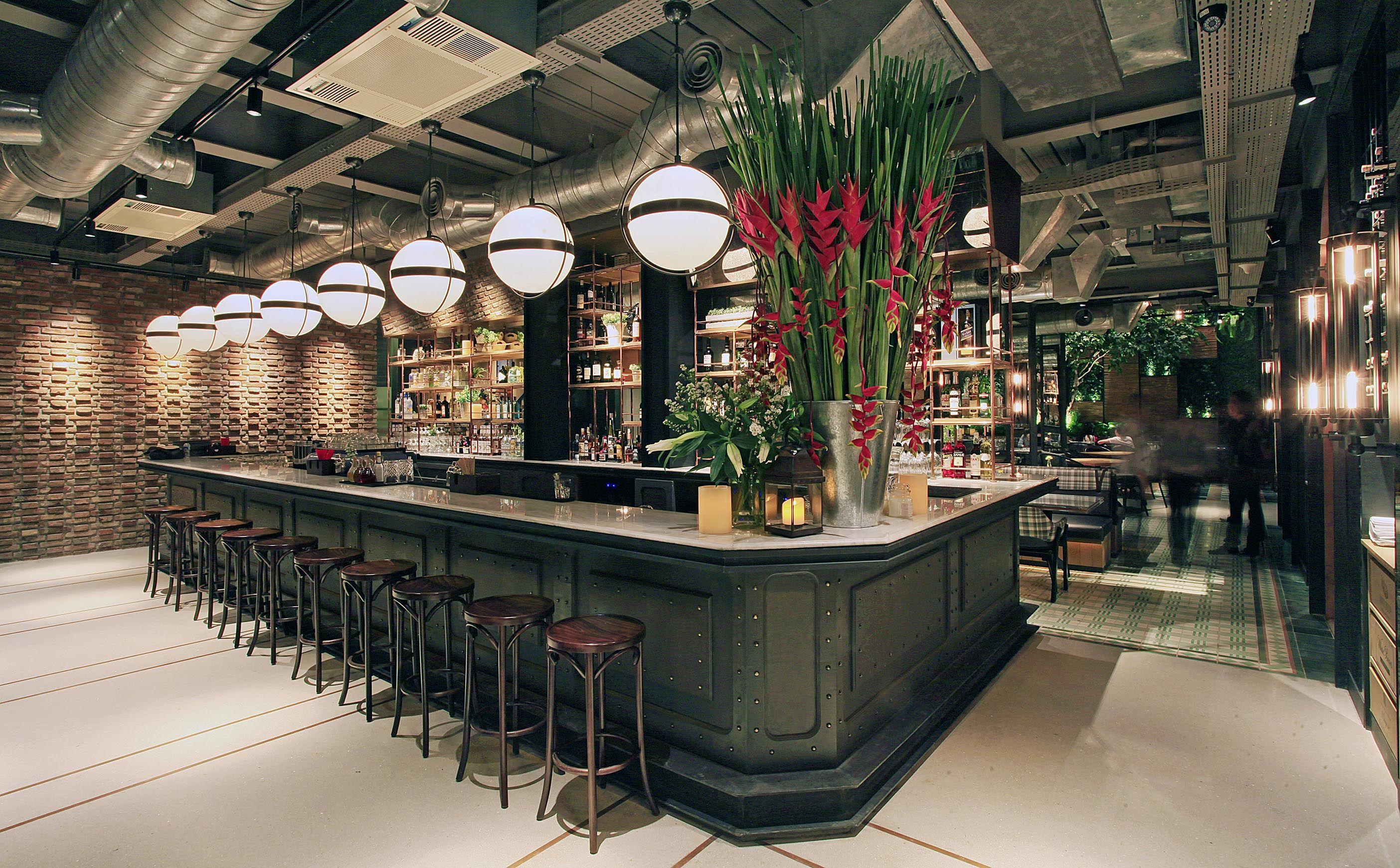 Hurricane S Grill At Gunawarman Jakarta Cafe Interior Design Retail Interior Design Hospitality And Interior Architecture