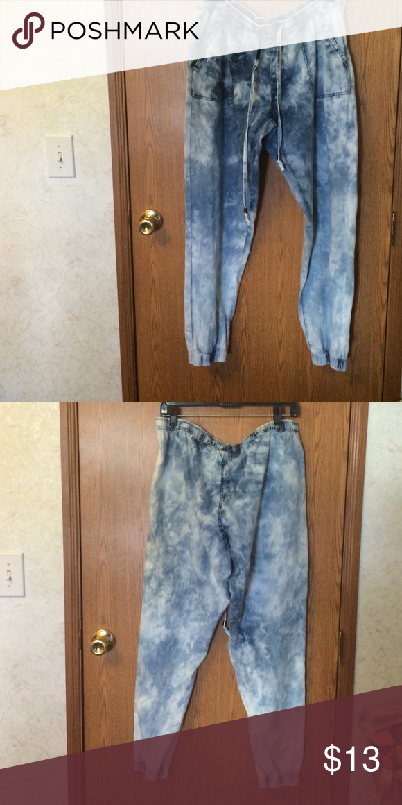 Joggers Denim fade it jogger pants worn once two pockets in the front Rue 21 Jeans Ankle & Cropped