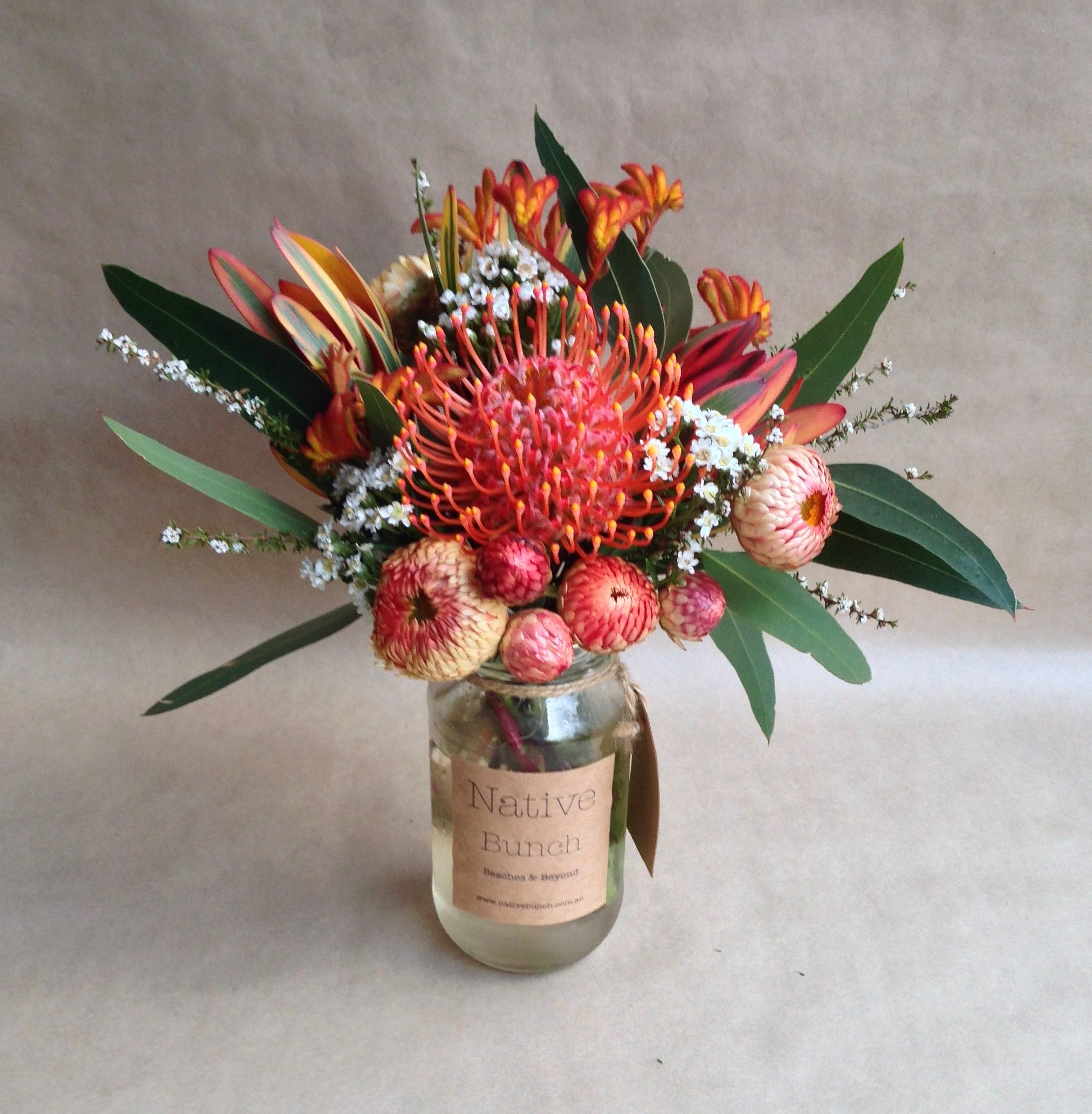 Australian Native Flowers South Australian Daisy Everlas Spring Flower Arrangements Flower Arrangements Center Pieces Spring Flower Arrangements Centerpieces