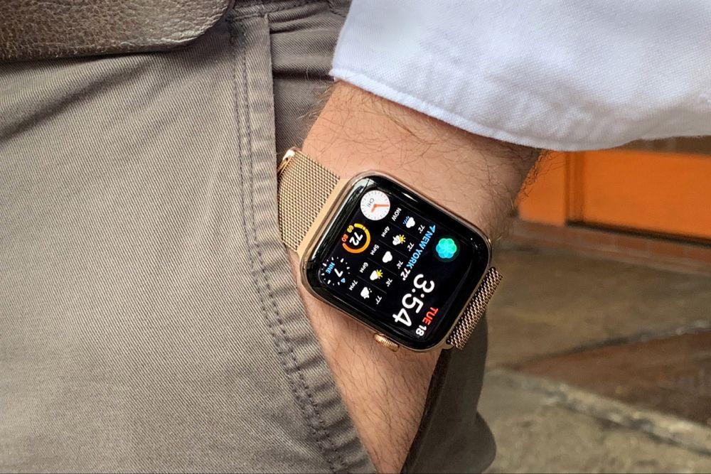 A Week On The Wrist Apple Watch Series 4 Hodinkee Apple Watch Faces Apple Watch Apple Watch 38mm