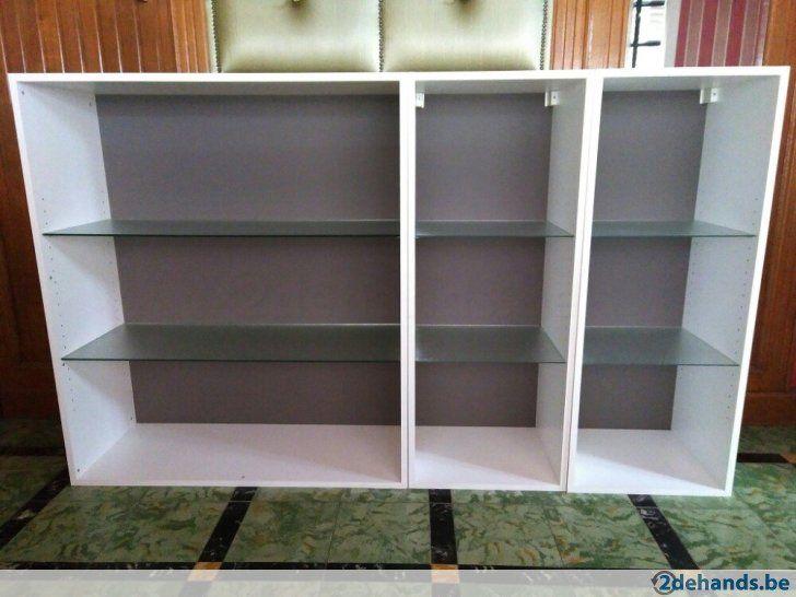 Kast voor boeken of iets anders kast bestaat uit verplaatsbare