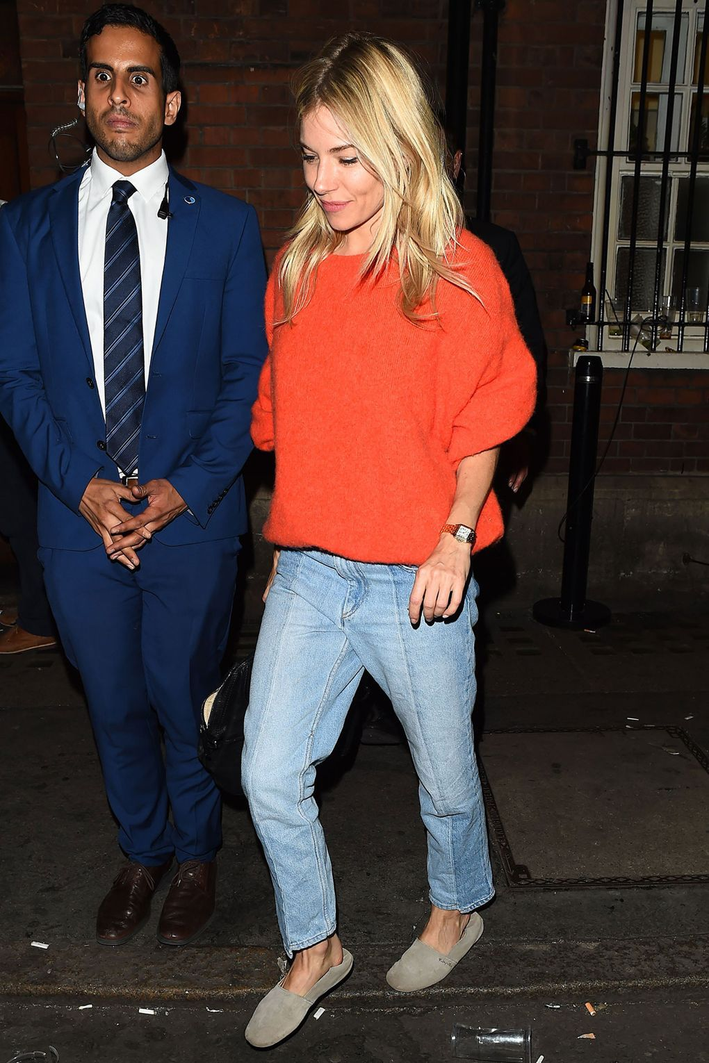 4b6b52c5893d64 The actress wore a bright orange jumper and a pair of light-washed jeans.