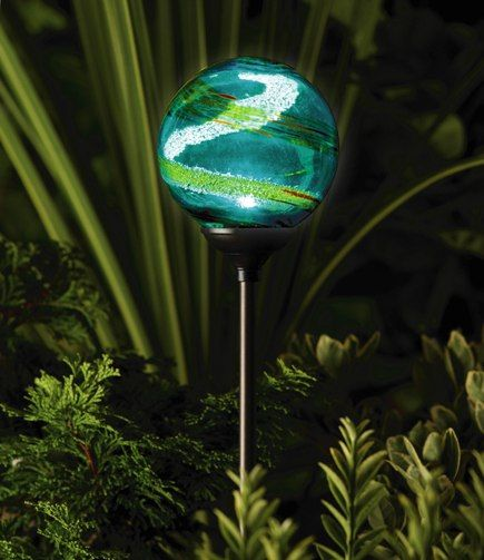 Lampe solaire de jardin - Globe Aqua Murano | Enchantment - Lighting ...