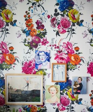 Fun little grouping on a riot of a wallpaper!