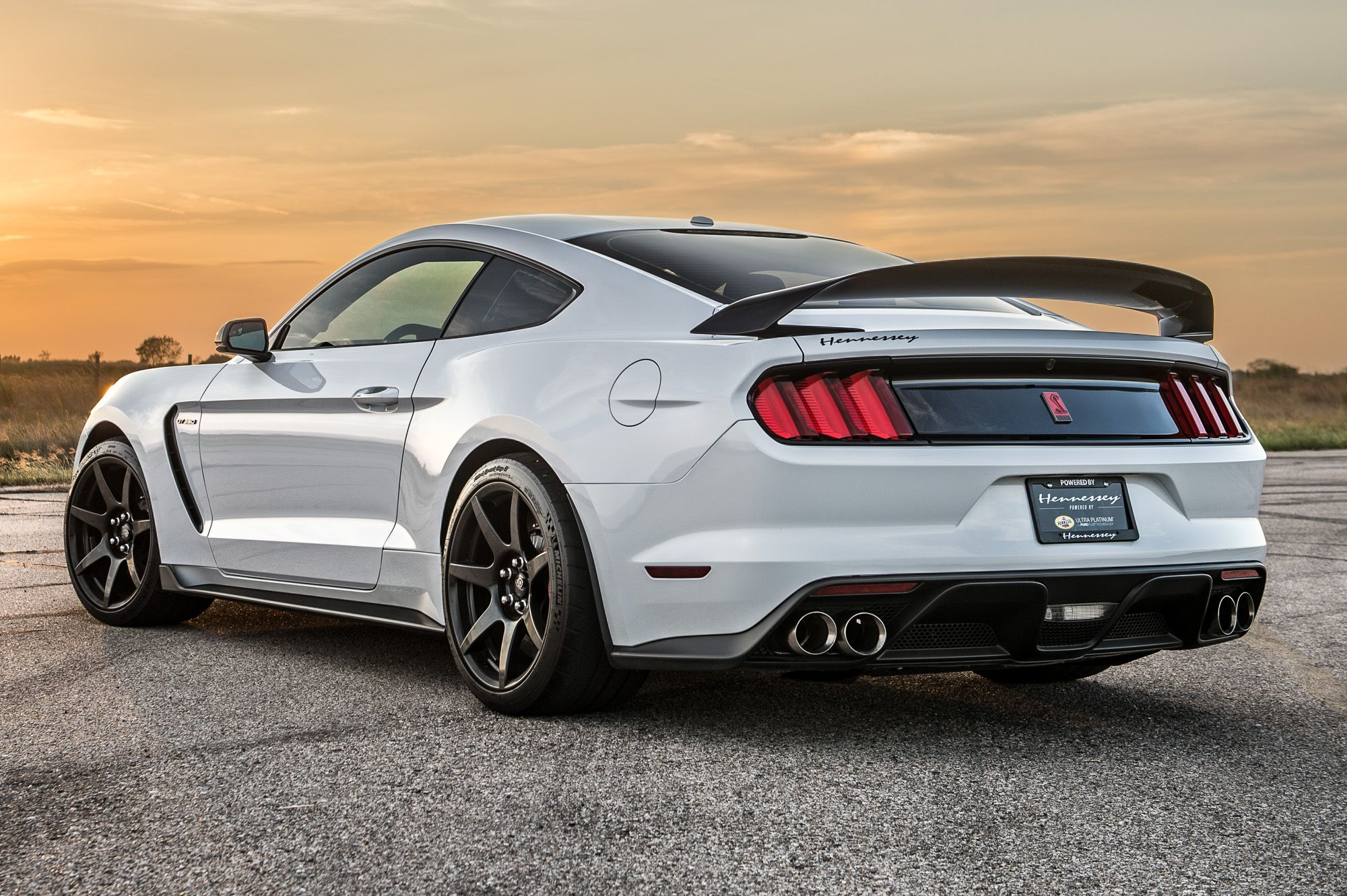 Shelby gt350 and gt350r mustang coming back in 2018 awesome rides