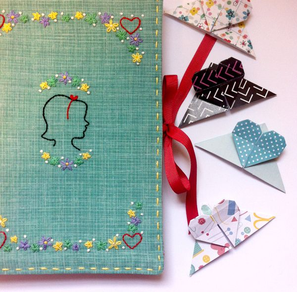 How To Make Bookmarks Part - 41: How To Make An Origami Heart Bookmark - Mollie Makes