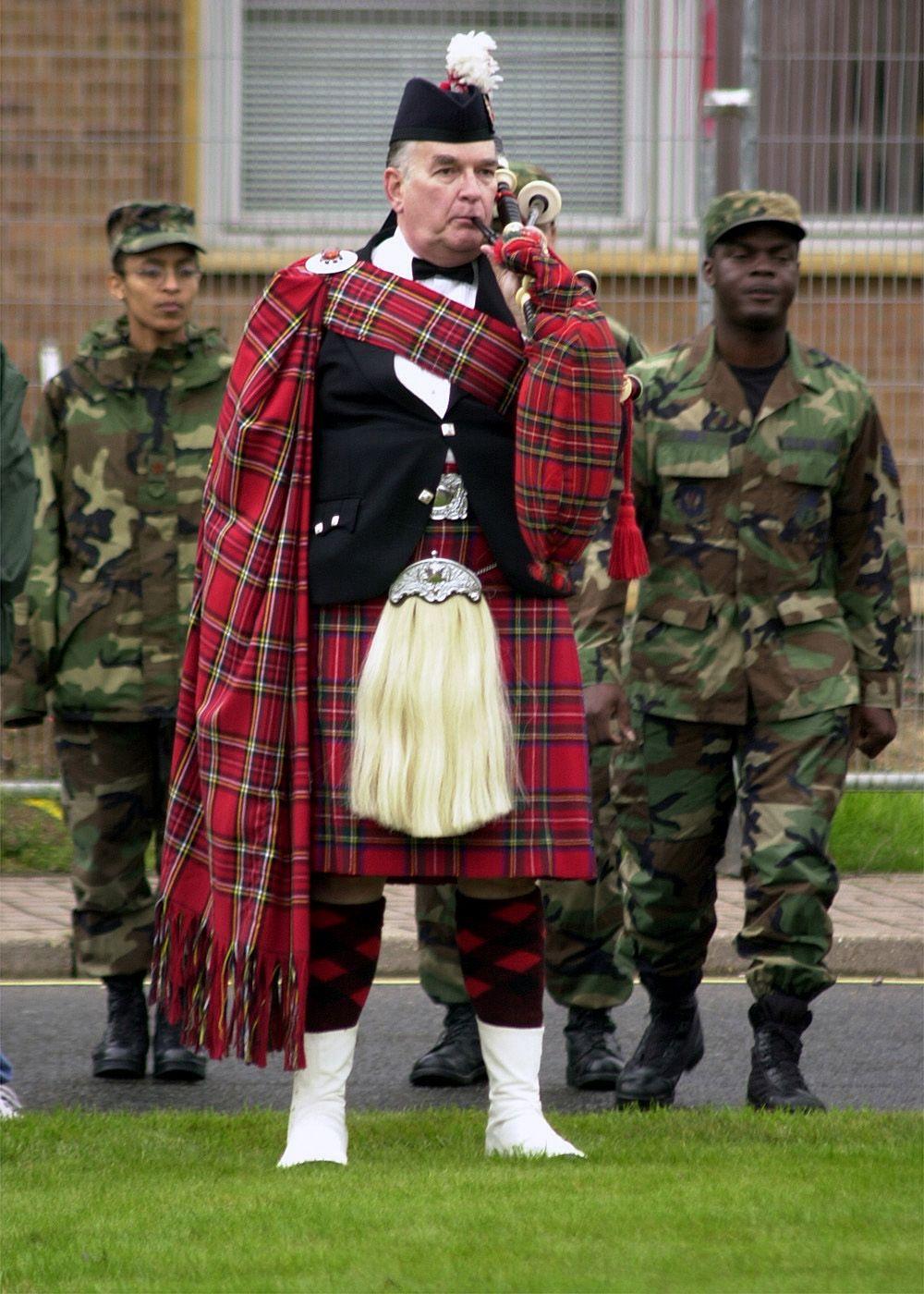bagpiper RAF Men in kilts, Irish kilt, Kilt