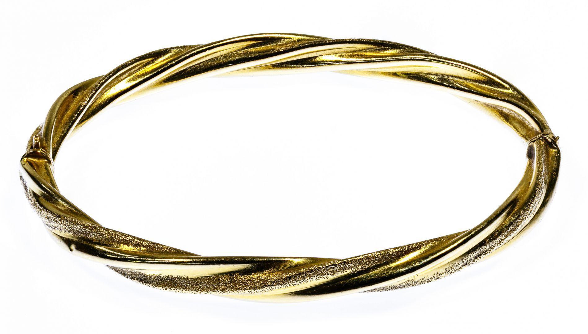 Lot 160 14k Gold Bangle Bracelet; Having hinged opening