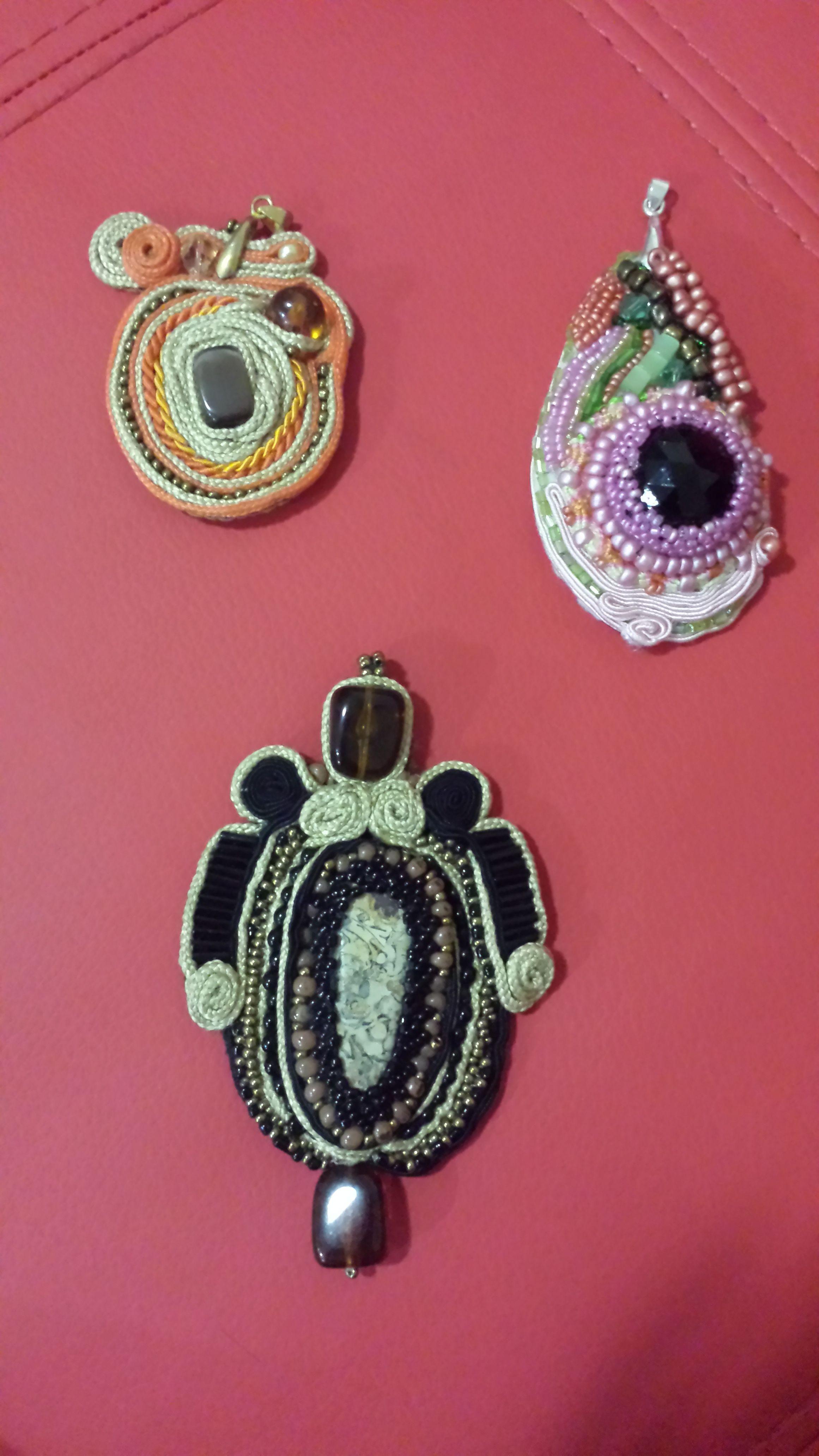 2a6ce7fabc4f dijes en colores variados | brazaletes Sareni handmade bisuteria ...