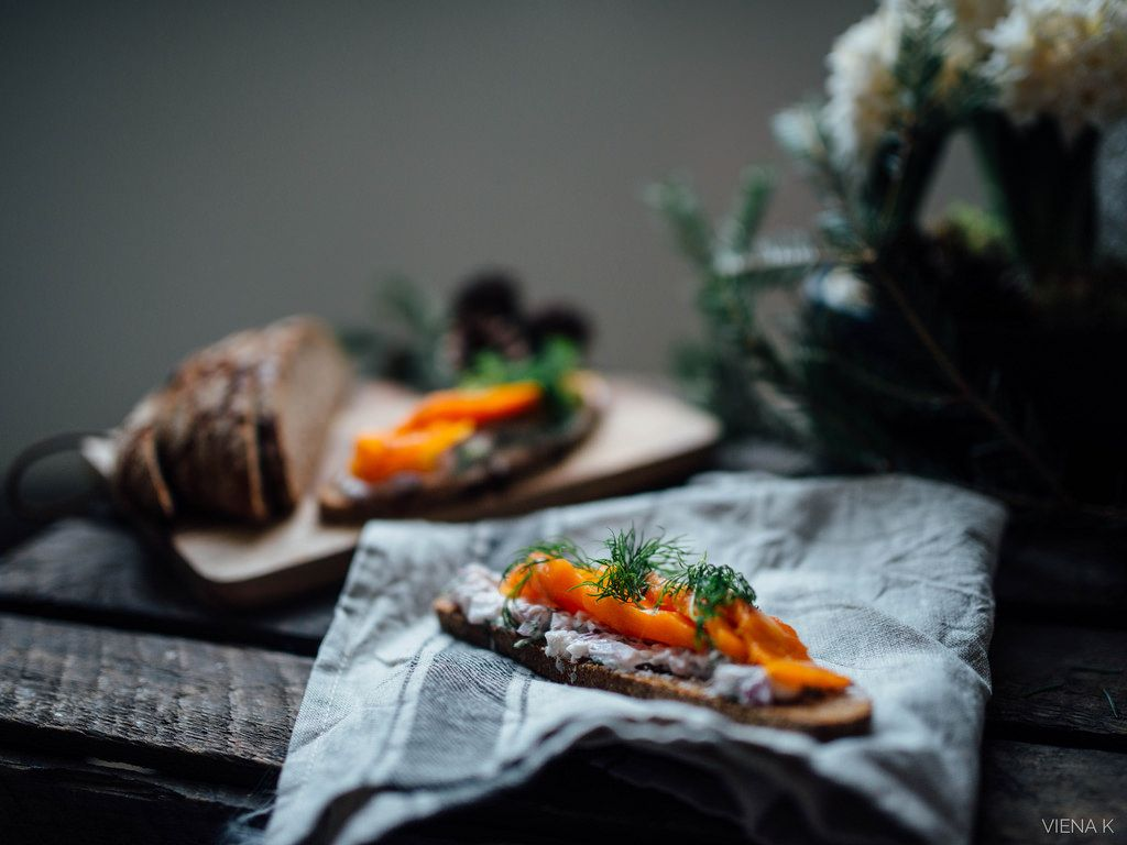 """Kolmannesta joulukalenteriluukusta löytyy omia suosikkejani vegaaniseen joulupöytään. Kokeile vegaanista porkkana""""lohta"""" ja munatonta munavoita!"""