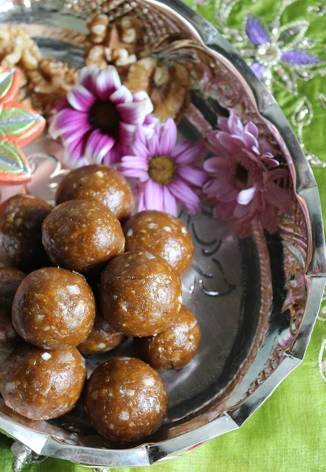 Ladoo recipes special recipes diwali and indian sweets easy ladoo recipes diwali special recipe preparing ladoo is very simple and needs no expertise forumfinder