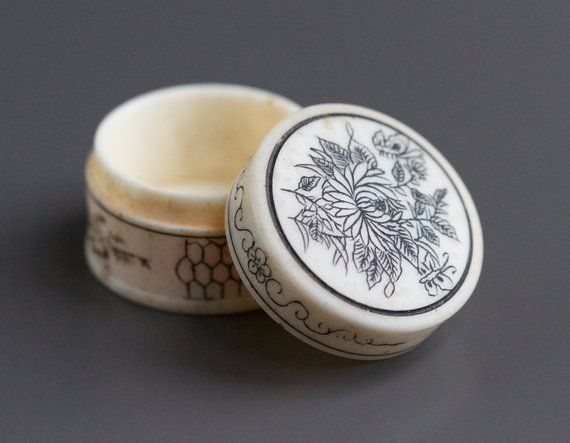 Lotus Flower Pill Box Japanese Snuff Box Of Carved Ox Bone Oriental Ring Box Small Vintage Boho Trinket Box Trinket Boxes Carving Small Boxes