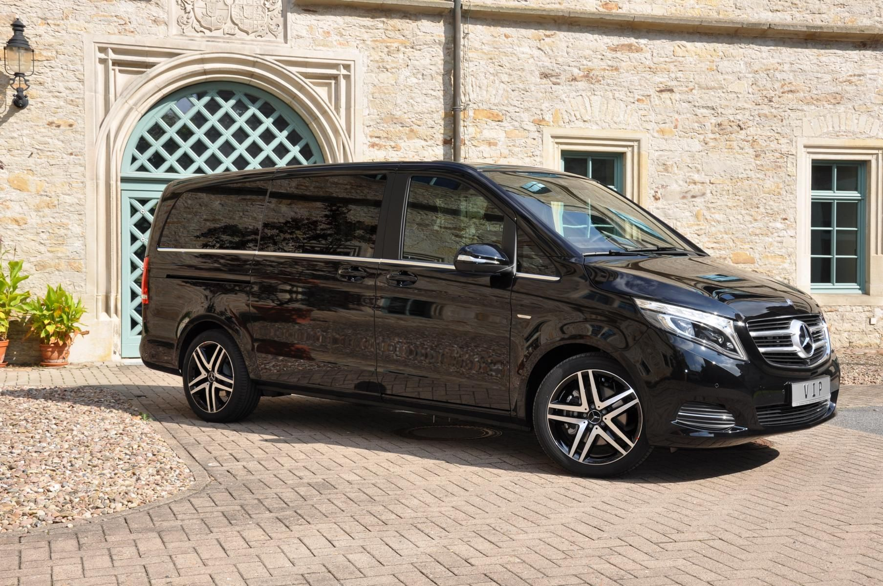 New mercedes benz v class v250 with exclusive business for Mercedes benz luxury vans