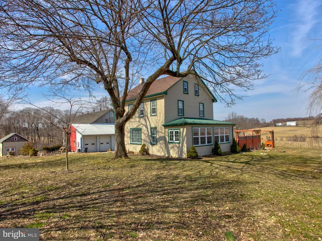 Formerly Known As The Indian Marker Bed And Breakfast This Fully Licensed Home Hosted Visitors In This Large Farm Hou Conestoga Luxury Homes Luxury Property