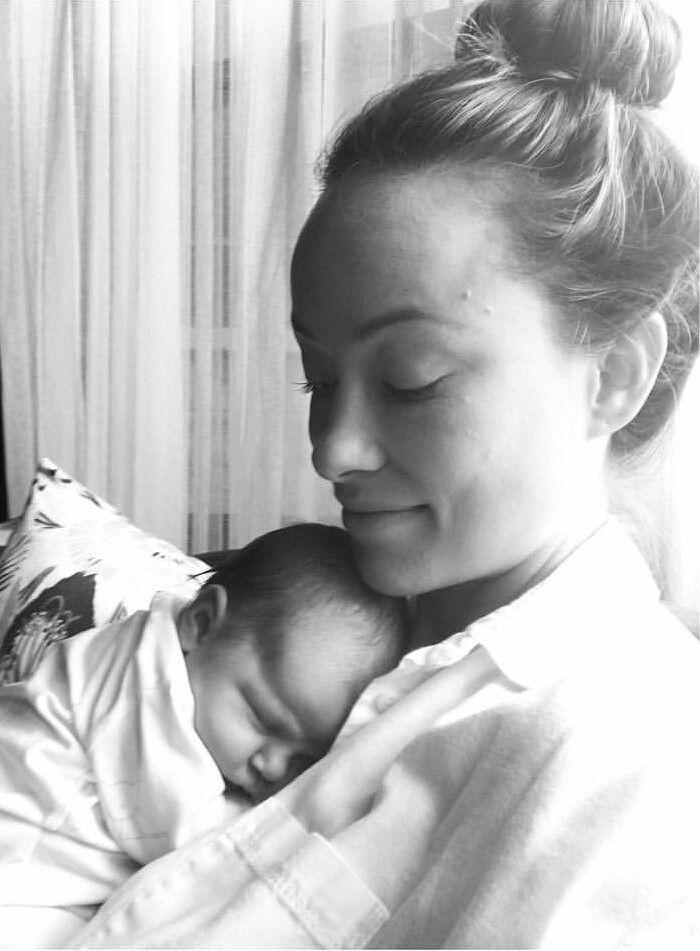 Pin By St Barka On Parenthood Olivia Wilde Jason Sudeikis Cute Family Photos