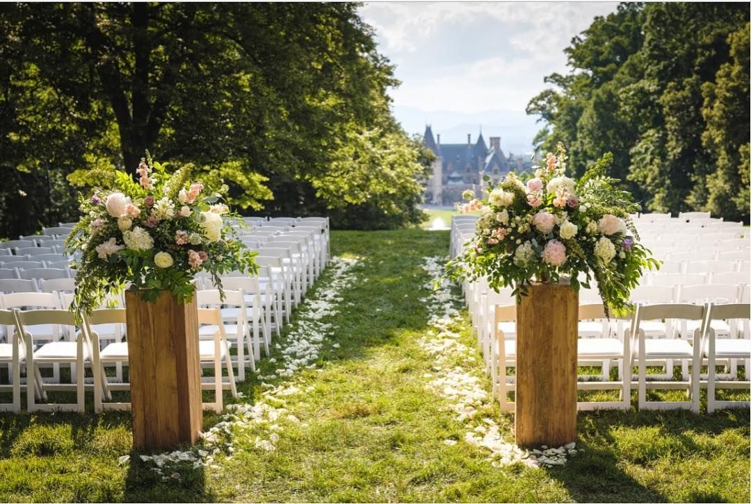 Biltmore Weddings On Instagram With Unparalleled Views Of The Biltmore House Surrounded By The Blue Biltmore Wedding Backyard Wedding Wedding Venues Beach