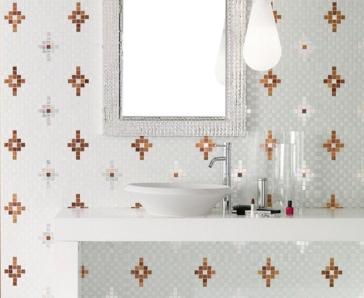 weißes Badezimmer mit Akzenten in Korallfarbe future home - lampen fürs badezimmer