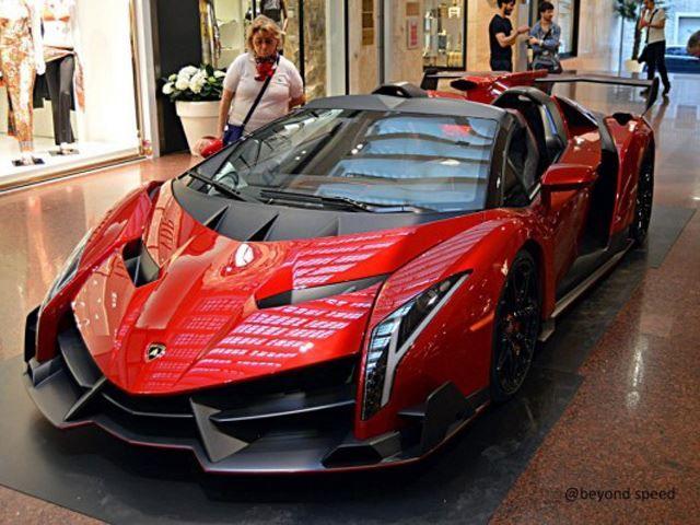Attrayant Lamborghini Veneno Roadster Spotted At A Bologna Mall