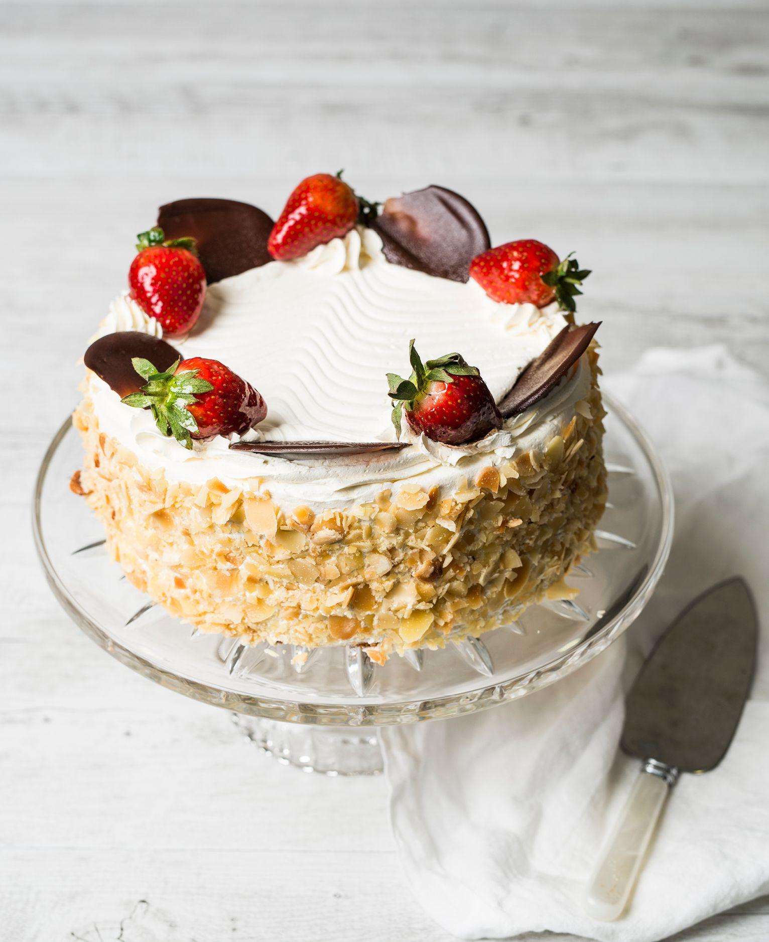 Strawberries & Cream Cake in 2020 Strawberry cream cakes