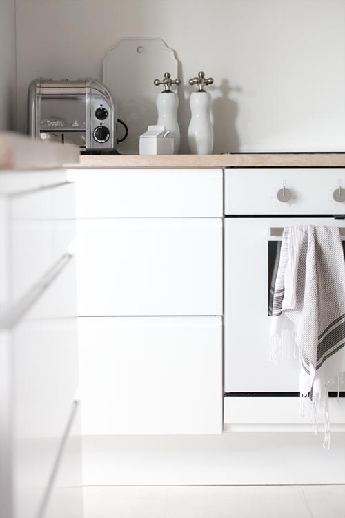k chenschr nke ohne griffe sorgen f r eine schlichte. Black Bedroom Furniture Sets. Home Design Ideas