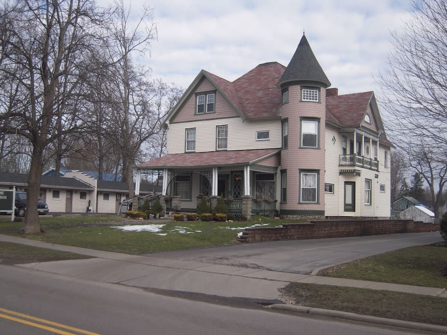 House In Andover United States Beautiful Turn Of The Century Victorian Five Bedrooms Three Baths Located Next To The Renting A House Victorian Homes House