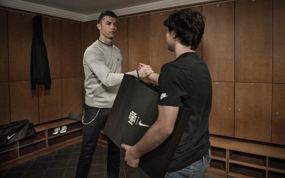 """A nova camisola de Cristiano Ronaldo: """"Rui Filipe, obrigado por trazeres a nossa nova camisola. Irei mostrar-vos brevemente!"""""""